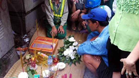 Hà Nội: Lạnh người phát hiện xác thai nhi trong thùng mỳ tôm ảnh 1