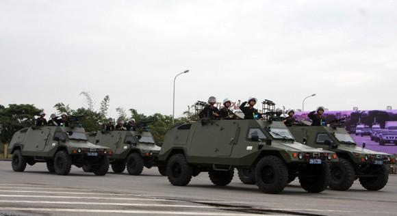 Công an TP Hà Nội diễn tập chống bạo loạn, khủng bố và giải cứu con tin ảnh 6
