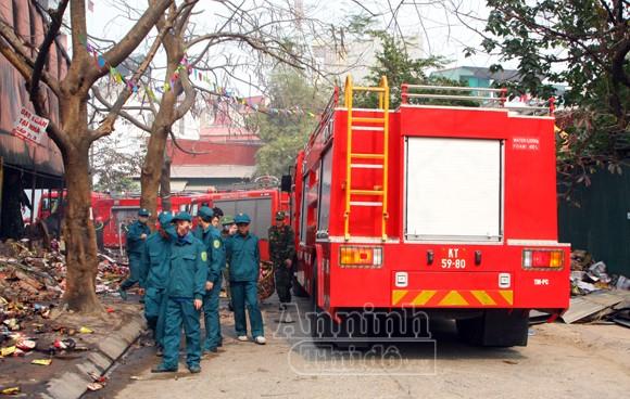 Xảy cháy lớn tại một kho hàng gần trung tâm Hà Nội ảnh 22