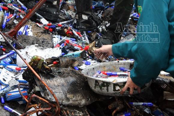Xảy cháy lớn tại một kho hàng gần trung tâm Hà Nội ảnh 24