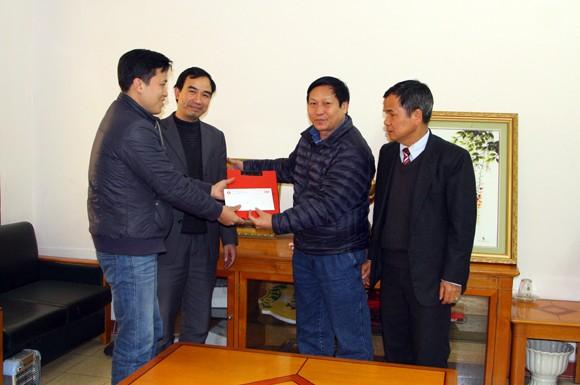 Báo ANTĐ tiếp tục trao tiền ủng hộ đồng chí Trịnh Anh Hiếu ảnh 1