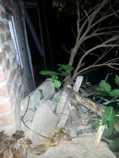 Nửa đêm đột nhập nhà hàng xóm, chém chó dọa giết người?! ảnh 3