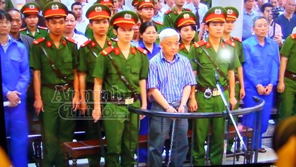 """Xét xử đại án """"bầu"""" Kiên: Rút phần truy tố đối với ông Trần Xuân Giá ảnh 1"""