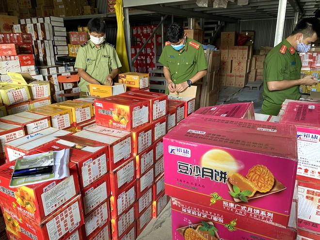 Phát hiện hàng chục nghìn sản phẩm bánh Trung thu nhập lậu ảnh 1