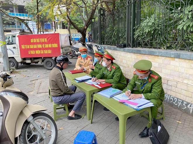 Công an quận Ba Đình: 'Nắn' ý thức của dân nhậu ảnh 2