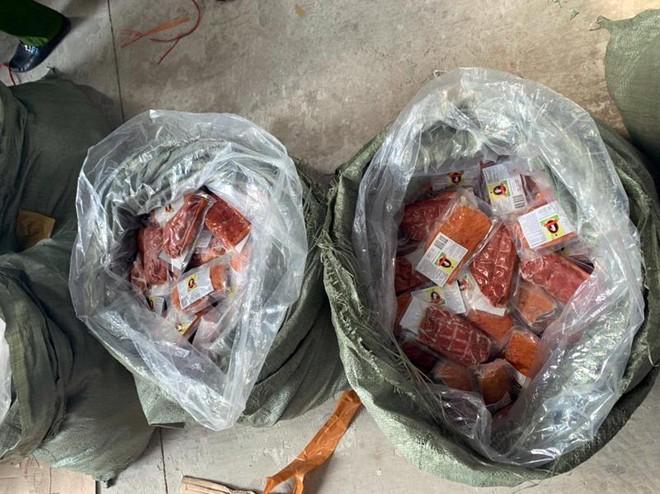Hà Nội: Phát hiện số lượng lớn hàng thực phẩm nhập lậu ảnh 2