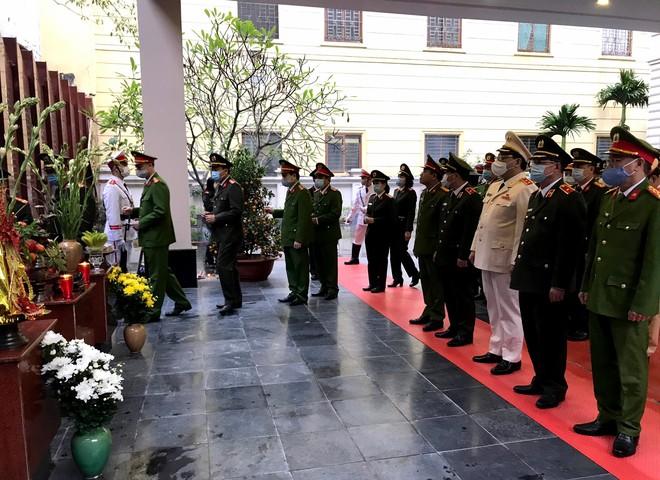 Công an Hà Nội tri ân các anh hùng liệt sỹ Công an Thủ đô ảnh 3