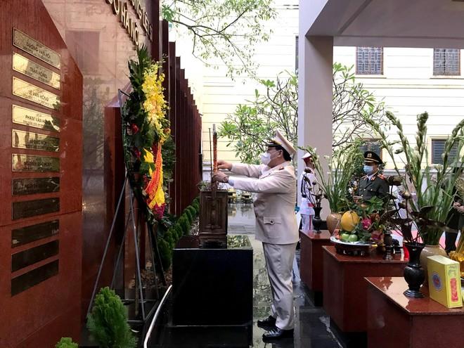 Công an Hà Nội tri ân các anh hùng liệt sỹ Công an Thủ đô ảnh 1
