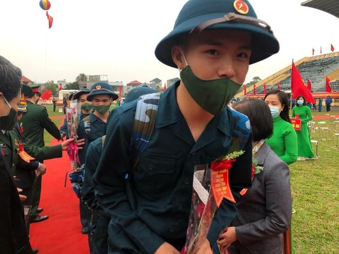 Thị xã Sơn Tây, Hà Nội tổ chức Lễ giao nhận quân năm 2021 ảnh 6