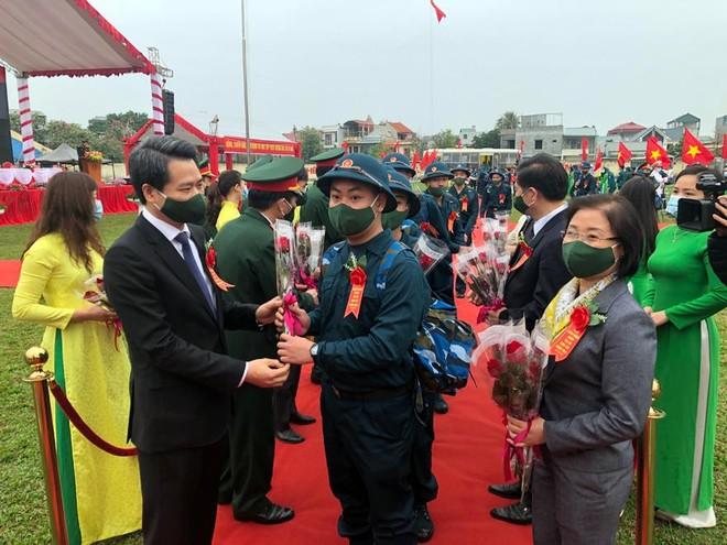 Thị xã Sơn Tây, Hà Nội tổ chức Lễ giao nhận quân năm 2021 ảnh 4