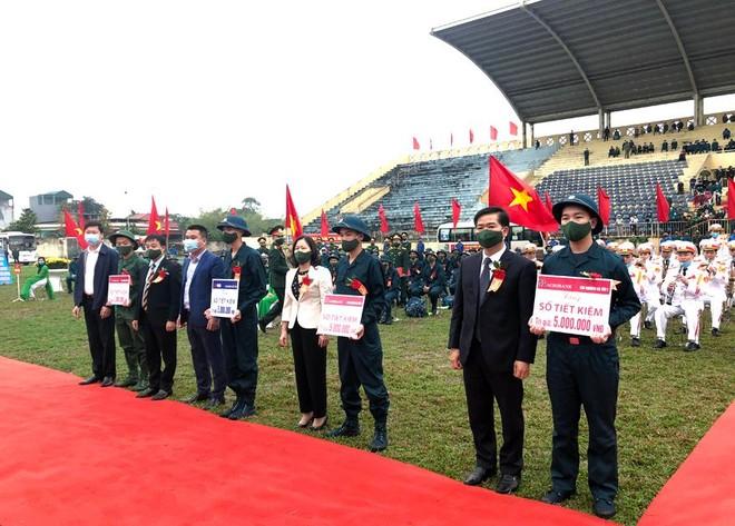 Thị xã Sơn Tây, Hà Nội tổ chức Lễ giao nhận quân năm 2021 ảnh 3