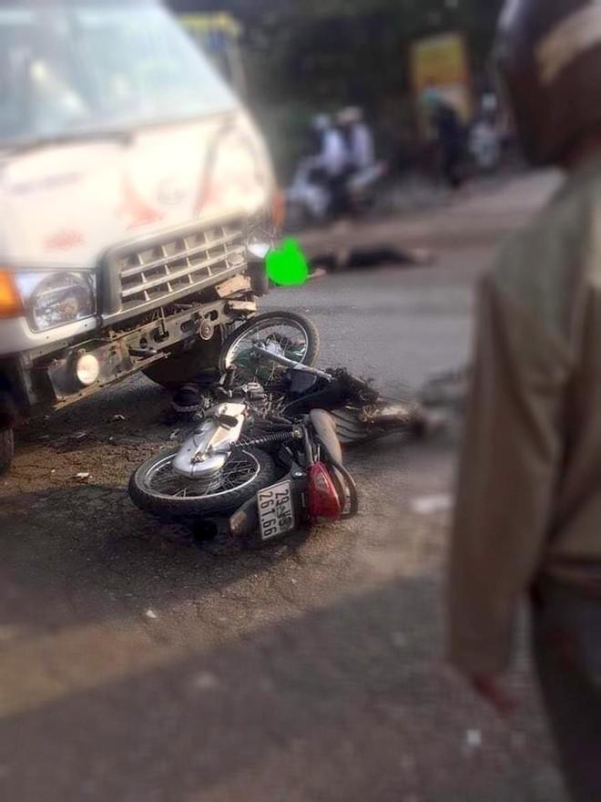 Đấu đầu với xe tải, 2 thanh niên đi xe máy tử vong tại chỗ ảnh 1