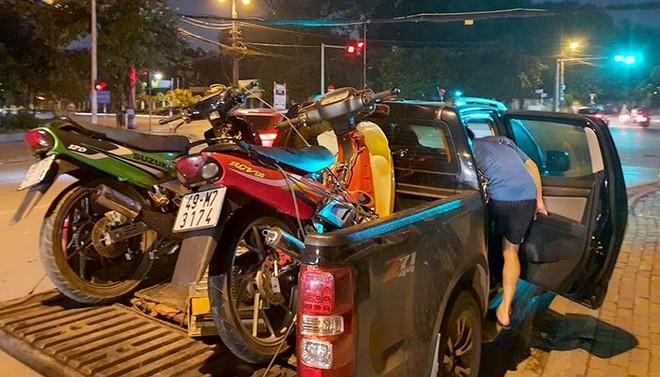 Cảnh sát 141 phát hiện xe bán tải chở 2 xe máy thể thao không rõ nguồn gốc ảnh 1