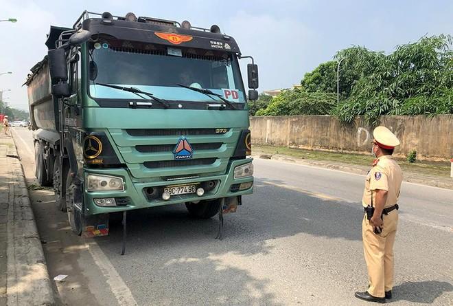 """Hà Nội: """"Trảm"""" xe quá tải trên Quốc lộ 6 và đường Hồ Chí Minh ảnh 3"""