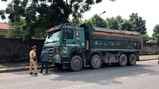"""Hà Nội: """"Trảm"""" xe quá tải trên Quốc lộ 6 và đường Hồ Chí Minh ảnh 2"""