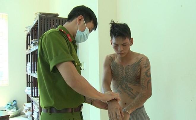Khởi tố bị can trong vụ 'ngáo đá' vác dao truy sát người thân ảnh 1