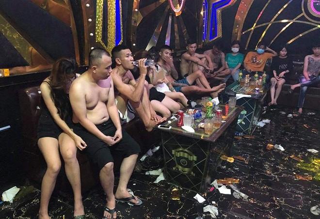"""Đến quán Karaoke Gang Nam tụ tập cùng nhau sử dụng ma tuý """"bay lắc"""" mừng sinh nhật ảnh 2"""