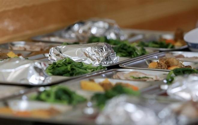 Ấm tình những bếp ăn tiếp sức cho lực lượng kiểm soát phòng, chống dịch Covid-19 ảnh 4