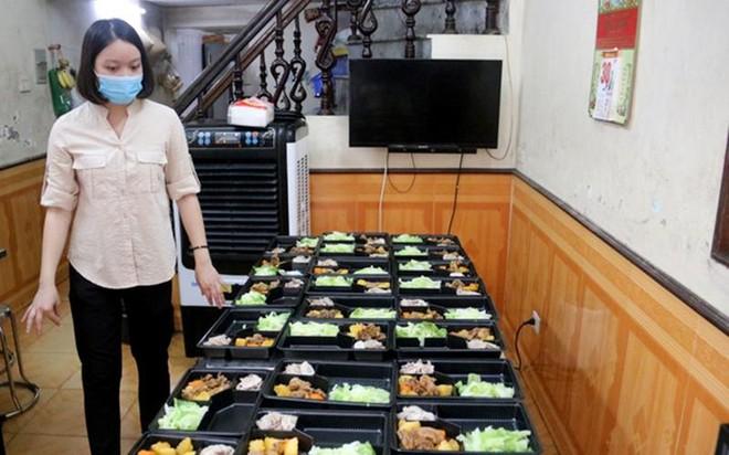 Ấm tình những bếp ăn tiếp sức cho lực lượng kiểm soát phòng, chống dịch Covid-19 ảnh 1
