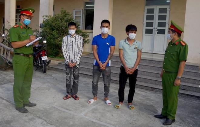 Nhóm cướp chuyên 'săn mồi' tại trụ ATM ảnh 1