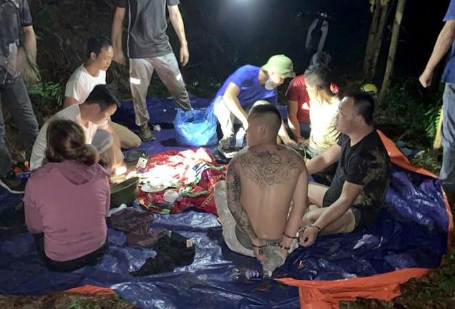 """Cảnh sát bao vây triệt xóa """"sới bạc"""" trên đồi vắng lúc đêm khuya ảnh 1"""