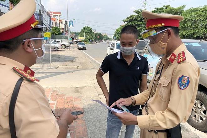 Hà Nội: Xử lý lái xe đi sai lộ trình trong thời gian giãn cách xã hội ảnh 1
