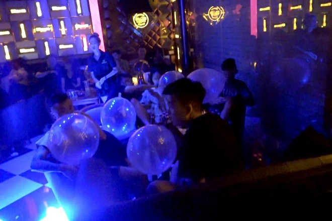 Phú Thọ: Quán cafe hoạt động kiểu quán 'bar' cho khách sử dụng bóng cười ảnh 2