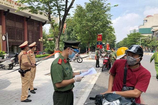Hà Nội: Ngày đầu tuần các trục đường chính, chốt kiểm dịch ra vào nội đô thông thoáng ảnh 1