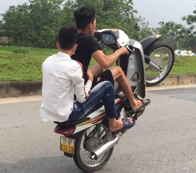 Bốc đầu xe máy rồi khoe khoang trên mạng xã hội ảnh 1