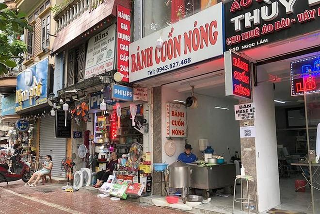 Hà Nội: Nhiều hàng quán bán đồ ăn, phục vụ uống cafe tại chỗ cho các 'thượng đế' ảnh 2