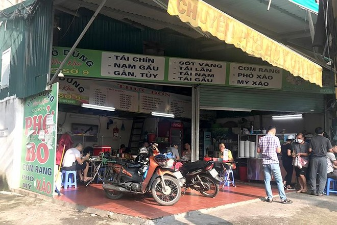 Hà Nội: Nhiều hàng quán bán đồ ăn, phục vụ uống cafe tại chỗ cho các 'thượng đế' ảnh 5