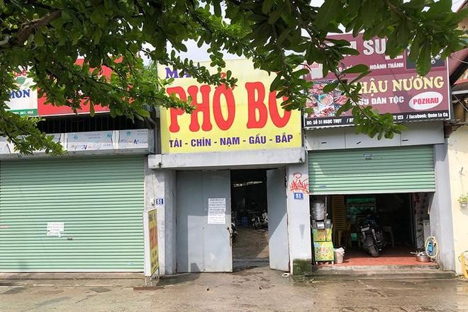 Hà Nội: Nhiều hàng quán bán đồ ăn, phục vụ uống cafe tại chỗ cho các 'thượng đế' ảnh 3