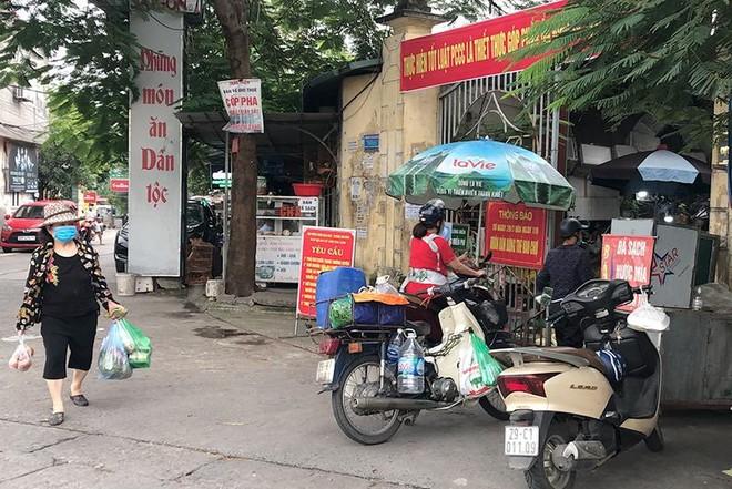 Công tác phòng, chống dịch Covid-19 tại chợ dân sinh: Nơi thì quản chặt, nơi lại thờ ơ ảnh 2