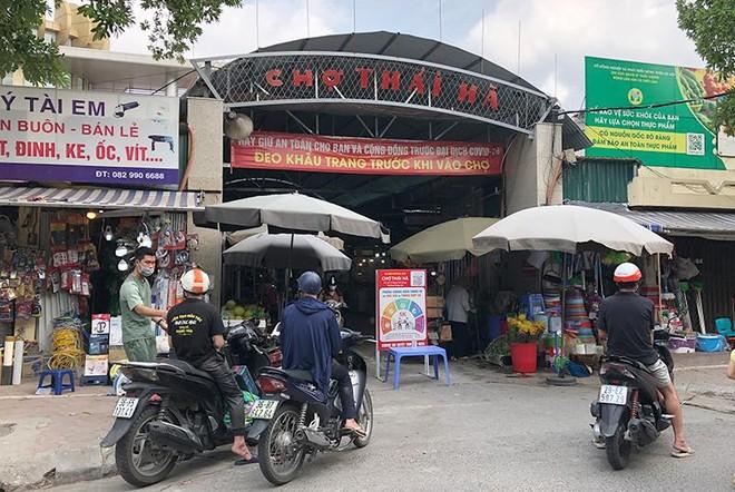 Công tác phòng, chống dịch Covid-19 tại chợ dân sinh: Nơi thì quản chặt, nơi lại thờ ơ ảnh 1