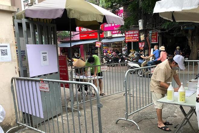 Công tác phòng, chống dịch Covid-19 tại chợ dân sinh: Nơi thì quản chặt, nơi lại thờ ơ ảnh 6