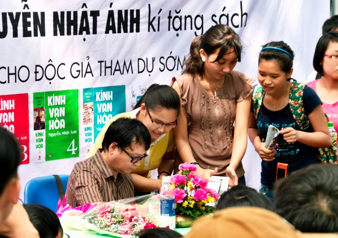 Ra mắt ấn phẩm Kính Vạn Hoa phiên bản đặc biệt của Nguyễn Nhật Ánh ảnh 1