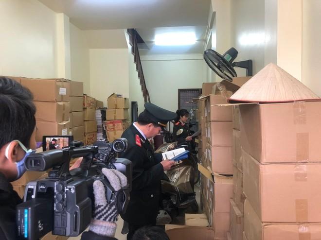 Thu giữ gần 40.0000 cuốn sách giả tại 2 địa điểm ở Hà Nội ảnh 3