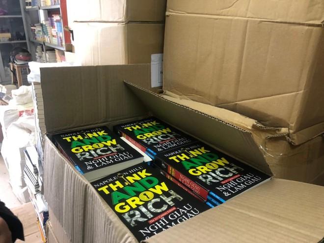 Thu giữ gần 40.0000 cuốn sách giả tại 2 địa điểm ở Hà Nội ảnh 1