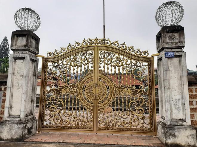 """Yêu cầu kiểm tra việc lắp """"cổng biệt thự"""" tại di tích đình Tây Đằng ảnh 1"""