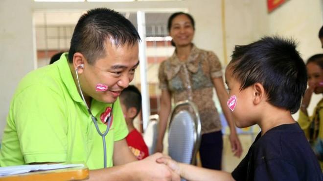 """""""Câu chuyện từ trái tim""""- ngành y và những vấn đề xã hội dưới lăng kính của bác sĩ Nguyễn Lân Hiếu ảnh 1"""