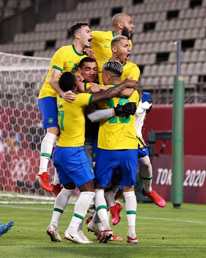 Lần thứ 3 liên tiếp vào chung kết Olympic, Brazil đụng Tây Ban Nha ảnh 2