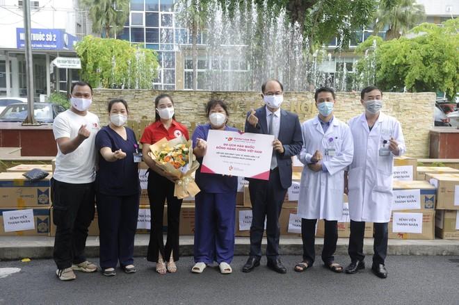 Hàn Quốc đồng hành cùng Việt Nam, tiếp sức y bác sĩ và nhân viên y tế tuyến đầu chống dịch ảnh 2