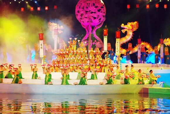 Nhìn lại 9 ngày sôi nổi của Festival Huế 2012 ảnh 7