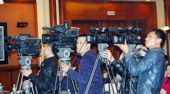 """AVG bất ngờ """"biếu không"""" bản quyền truyền hình cho VPF ảnh 1"""