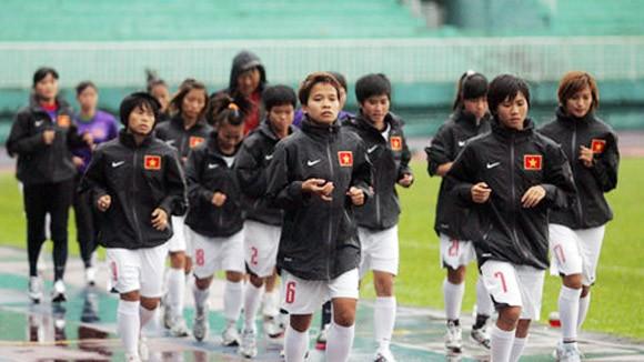 Bị đối xử bất công, tuyển bóng đá nữ Việt Nam vẫn lên đỉnh vinh quang