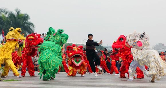 Mãn nhãn với Lễ hội múa rồng Hà Nội 2012 ảnh 23