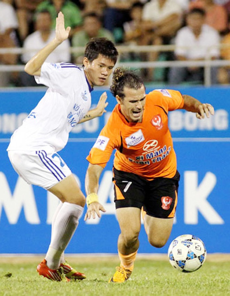 Cầu thủ nhập tịch Huỳnh Kesley được đề cử Quả bóng vàng 2012 ảnh 1