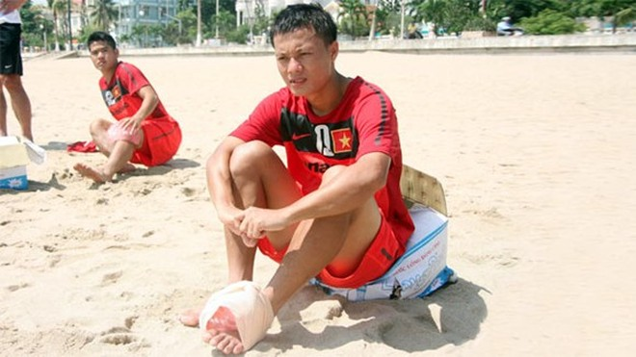 """Thành Lương """"bị loại"""" khỏi cuộc đua Quả bóng vàng 2012 ảnh 1"""