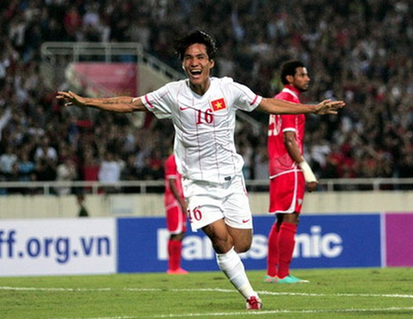 Cầu thủ từng dính chàm nhận Quả bóng vàng Việt Nam 2012 ảnh 1
