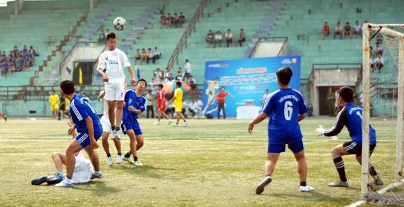 16 đội giành quyền vào vòng 2 giải bóng đá học sinh Hà Nội 2013 ảnh 3